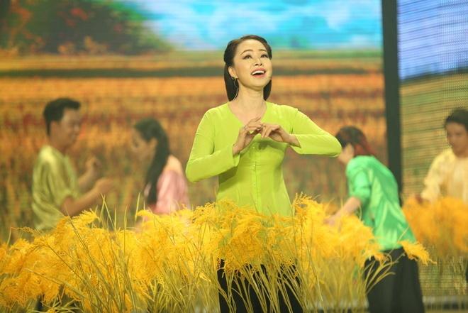 MC Phan Anh boi roi truoc nhan sac Quynh Chi hinh anh 7