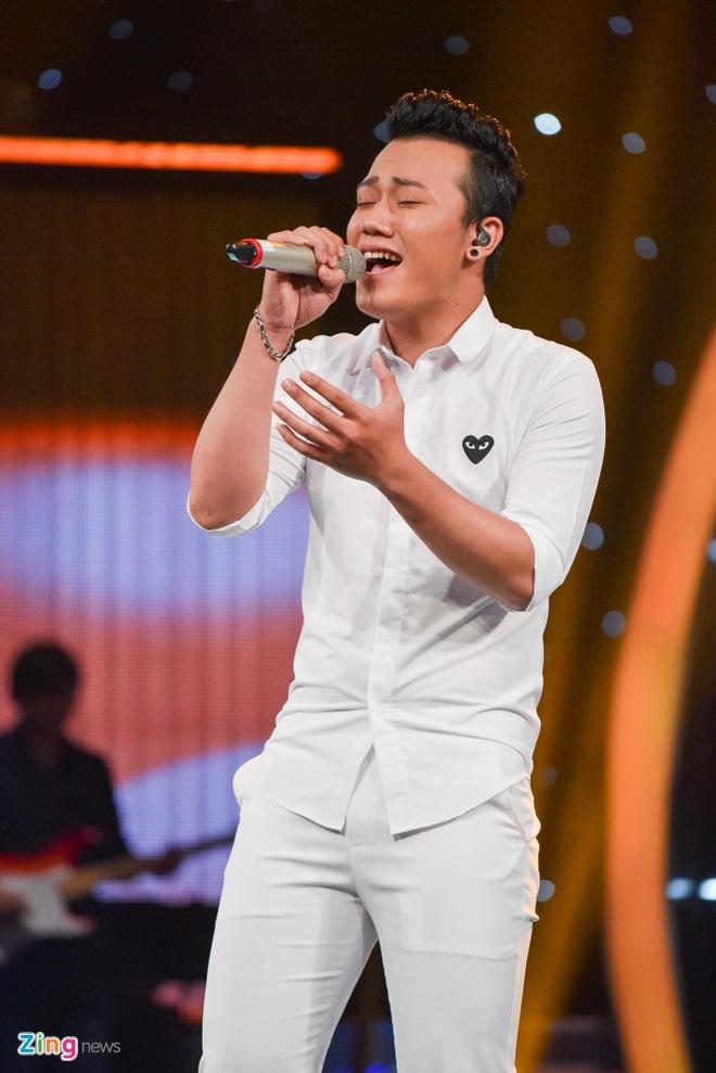 'Chang trai bun bo' Ba Duy bat ngo bi loai khoi Vietnam Idol hinh anh 1