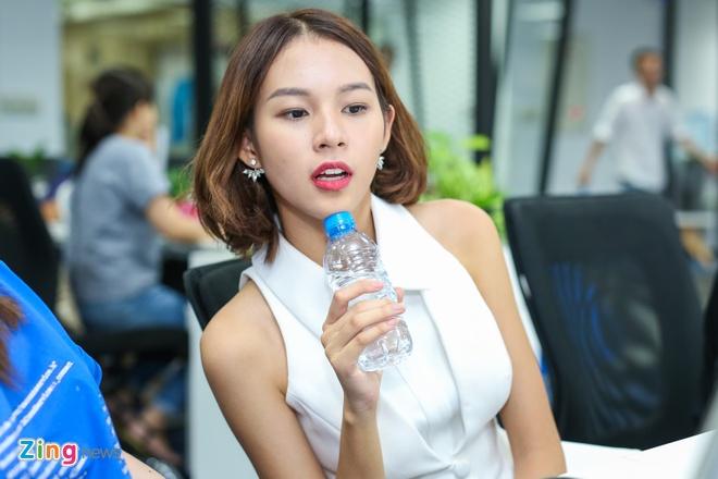 Phi Phuong Anh: 'Mai Ngo la doi thu cua toi' hinh anh 3