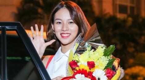 Phi Phuong Anh: 'Mai Ngo la doi thu cua toi' hinh anh