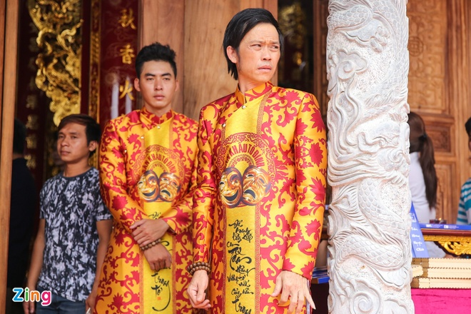 Ba me Hoai Linh ve Viet Nam du le gio To nganh san khau hinh anh 1