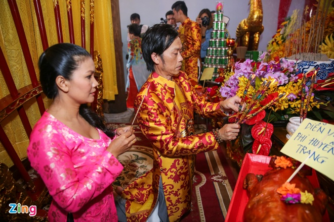Ba me Hoai Linh ve Viet Nam du le gio To nganh san khau hinh anh 7
