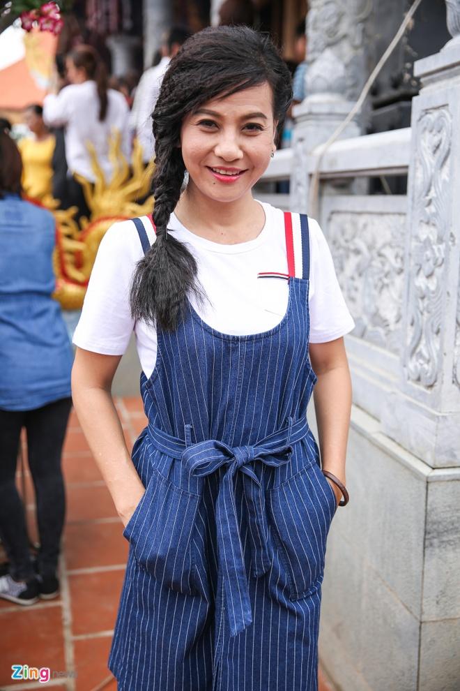 Ba me Hoai Linh ve Viet Nam du le gio To nganh san khau hinh anh 6
