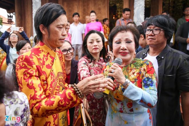 Ba me Hoai Linh ve Viet Nam du le gio To nganh san khau hinh anh 5