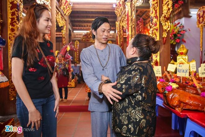 Ba me Hoai Linh ve Viet Nam du le gio To nganh san khau hinh anh 8