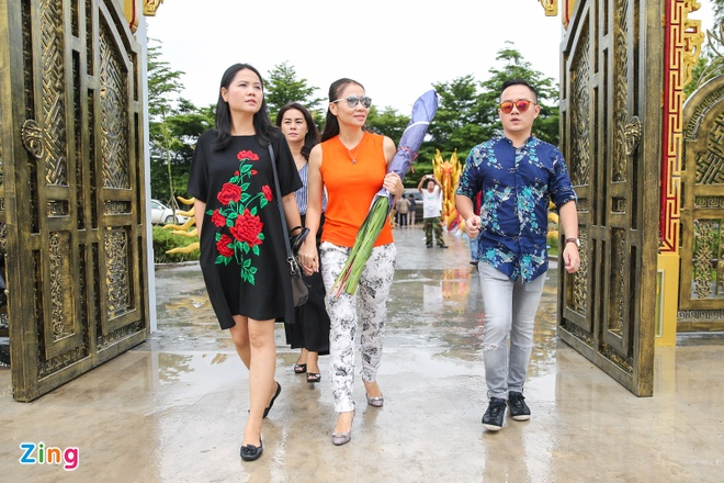 Ba me Hoai Linh ve Viet Nam du le gio To nganh san khau hinh anh 9