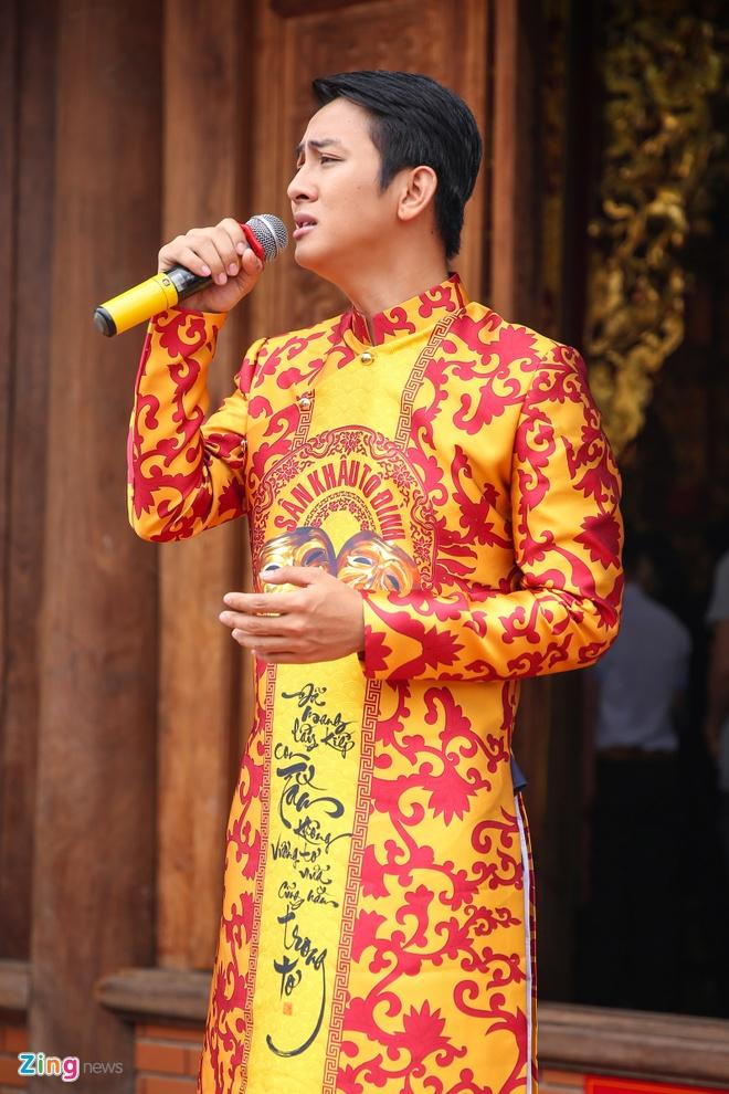 Ba me Hoai Linh ve Viet Nam du le gio To nganh san khau hinh anh 11