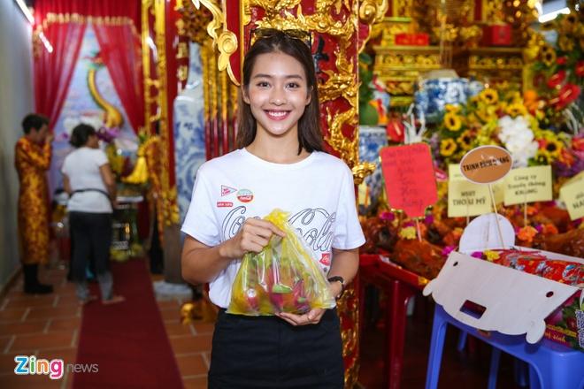 Ba me Hoai Linh ve Viet Nam du le gio To nganh san khau hinh anh 17