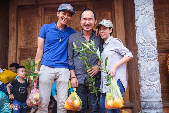 Ba me Hoai Linh ve Viet Nam du le gio To nganh san khau hinh anh 14