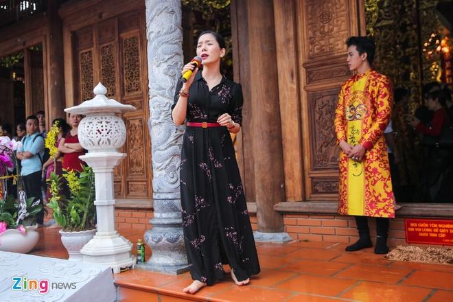 Ba me Hoai Linh ve Viet Nam du le gio To nganh san khau hinh anh 12