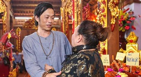 Hoai Linh mo cong Nha tho To don nghe si Viet va nguoi dan hinh anh