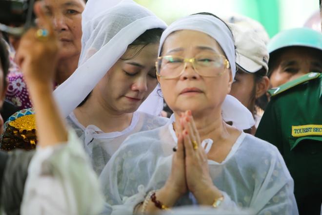 Que Tran khoc nuc no trong le an tang NSND Thanh Tong hinh anh 13