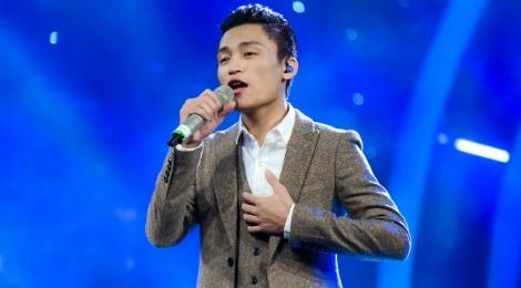 Hot boy Vietnam Idol bi che cuoi vi noi tieng dia phuong hinh anh