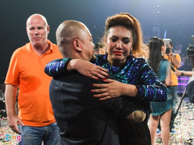 Quan quan Vietnam Idol se chi tien de bo me den Viet Nam hinh anh 1