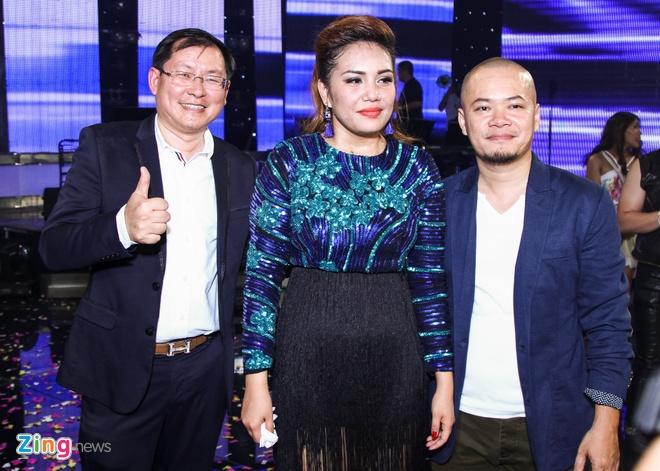 Quan quan Vietnam Idol se chi tien de bo me den Viet Nam hinh anh 3