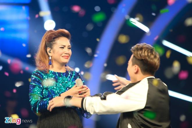 Quan quan Vietnam Idol se chi tien de bo me den Viet Nam hinh anh