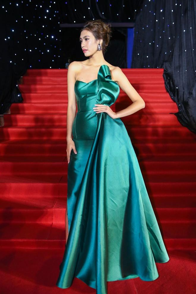 Hoang Thuy Linh du xa don tren san khau Next Top Model hinh anh 6