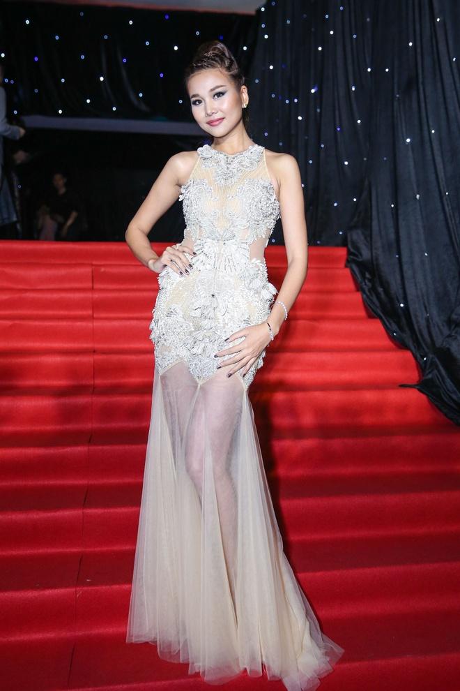 Hoang Thuy Linh du xa don tren san khau Next Top Model hinh anh 4