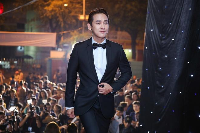 Hoang Thuy Linh du xa don tren san khau Next Top Model hinh anh 9