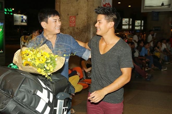 Hoang Phuc moi dien vien dong phim Thanh Long ve Viet Nam hinh anh 3