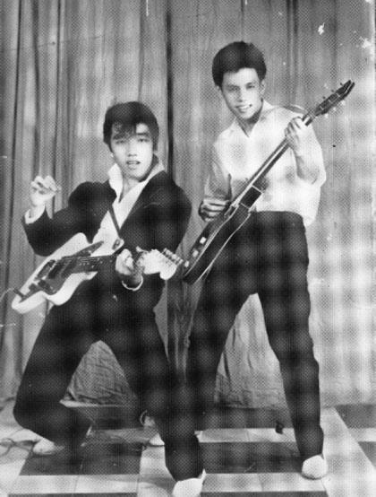 Elvis Phuong tai hien cac ban hit cua ban nhac Phuong Hoang hinh anh 1