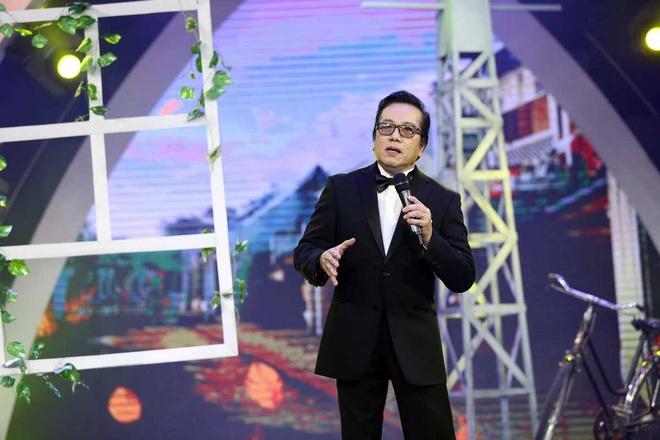 Elvis Phuong phong do tren san khau du 71 tuoi hinh anh 1