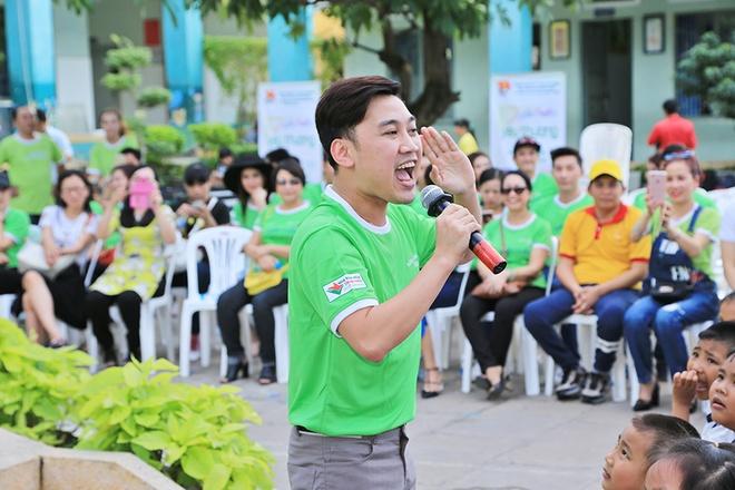 Nguyen Vu vui voi 500 hoc sinh ngheo o TP.HCM hinh anh 10