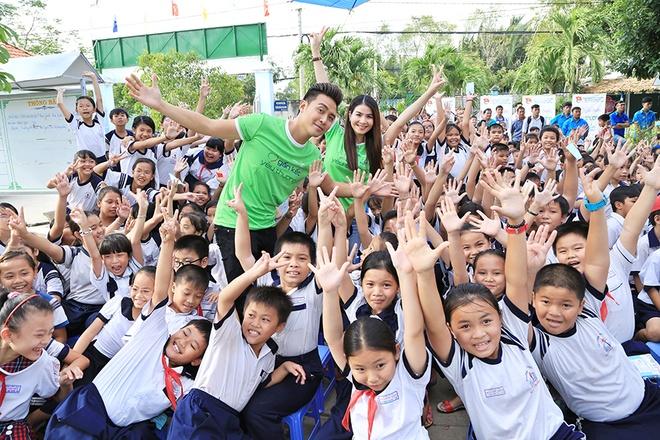 Nguyen Vu vui voi 500 hoc sinh ngheo o TP.HCM hinh anh 8