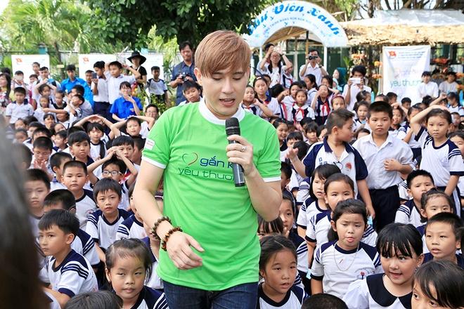 Nguyen Vu vui voi 500 hoc sinh ngheo o TP.HCM hinh anh 4