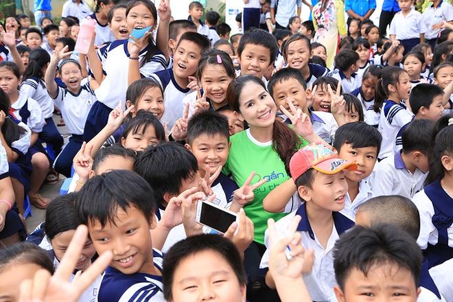 Nguyen Vu vui voi 500 hoc sinh ngheo o TP.HCM hinh anh 9