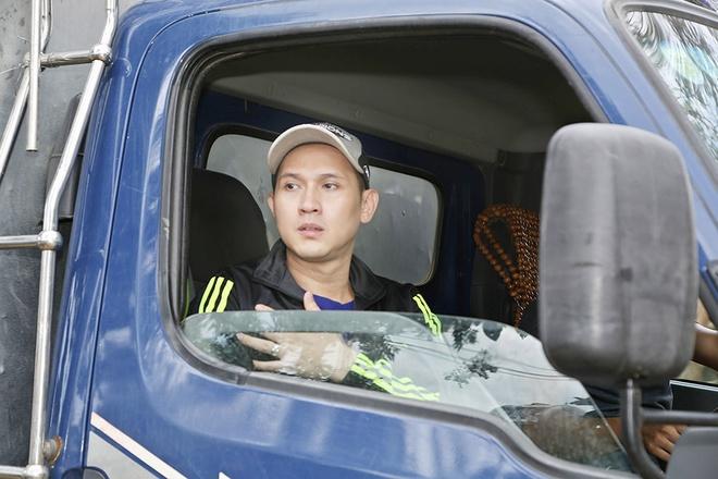 Nguyen Vu - Truong Thi May den vung lu tang qua nguoi ngheo hinh anh 3