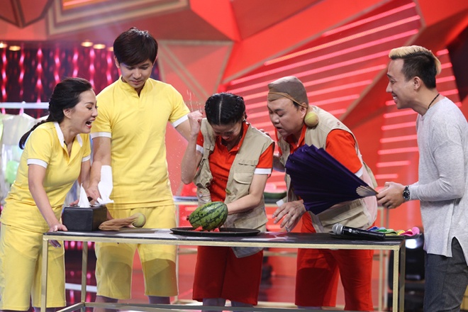 Thanh Duy om Truong Giang bat khoc nhu mua trong game show hinh anh 11