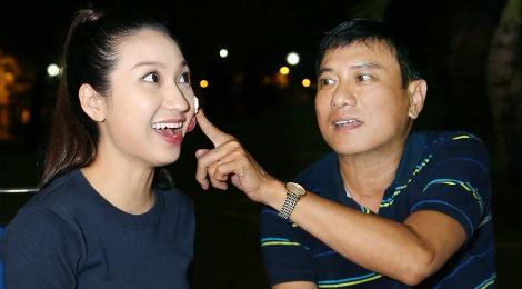 Hoang Phuc tang banh kem cho Cao My Kim o phim truong hinh anh