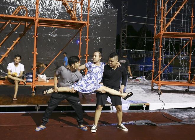 Dan Truong doi mua den tap live show cua Viet Huong hinh anh 5