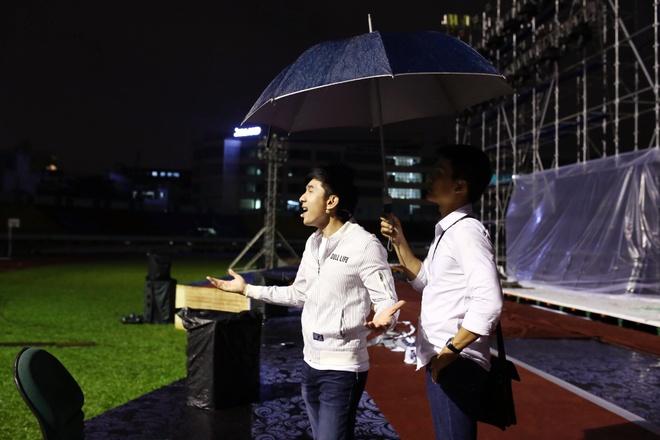 Dan Truong doi mua den tap live show cua Viet Huong hinh anh 3