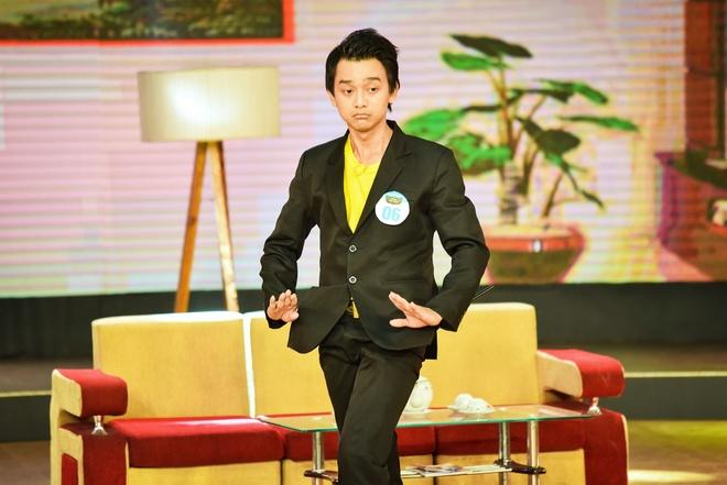 Chang trai phuc vu quan an gay xuc dong o game show hai hinh anh 5