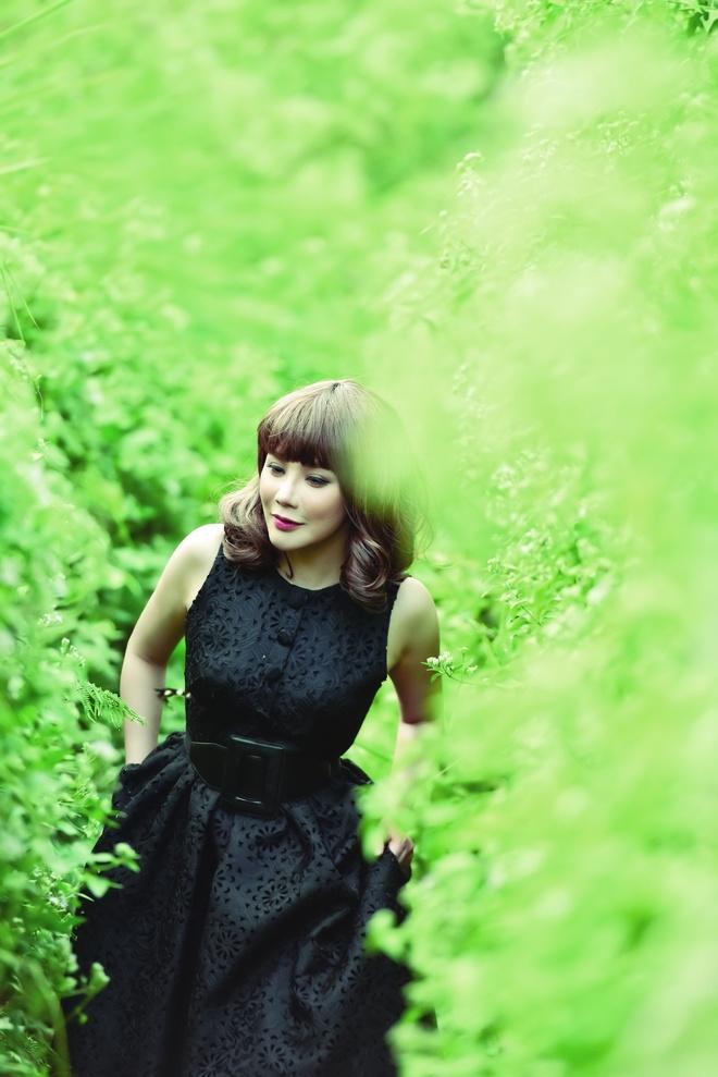 Album cua Ho Quynh Huong bi duoi suc tren BXH Zing hinh anh 1