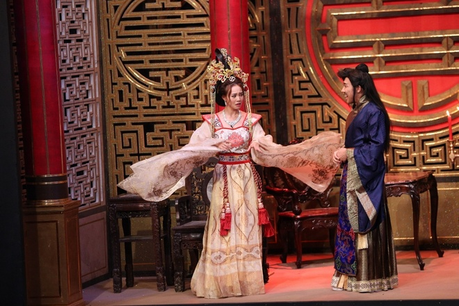 Hoai Linh che Tran Thanh 'duoi co' Ninh Duong Lan Ngoc hinh anh 1