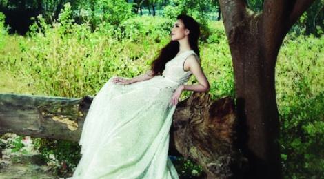 Album cua Ho Quynh Huong bi duoi suc tren BXH Zing hinh anh