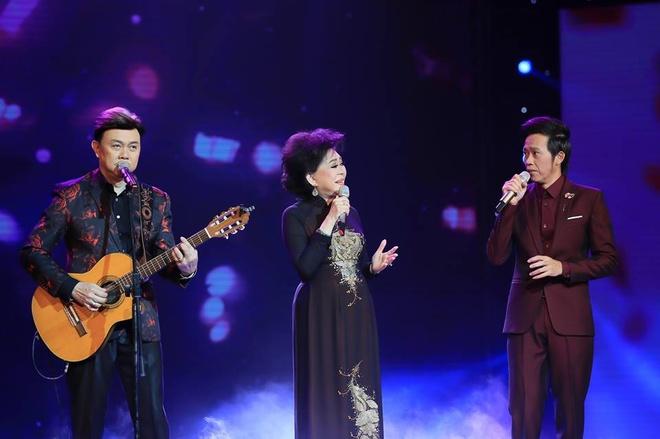 Ho Van Cuong lay nuoc mat khan gia o live show Giao Linh hinh anh 12
