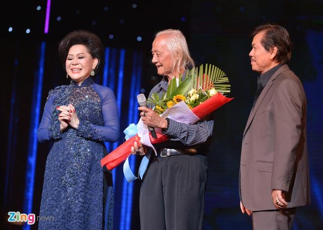 Ho Van Cuong lay nuoc mat khan gia o live show Giao Linh hinh anh 1