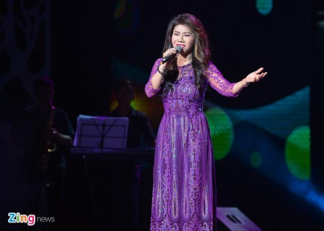 Ho Van Cuong lay nuoc mat khan gia o live show Giao Linh hinh anh 10