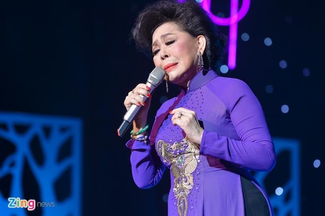 Ho Van Cuong lay nuoc mat khan gia o live show Giao Linh hinh anh 8