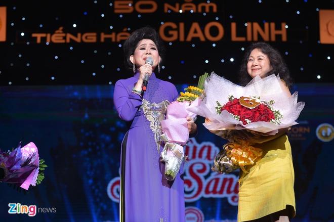 Ho Van Cuong lay nuoc mat khan gia o live show Giao Linh hinh anh 9