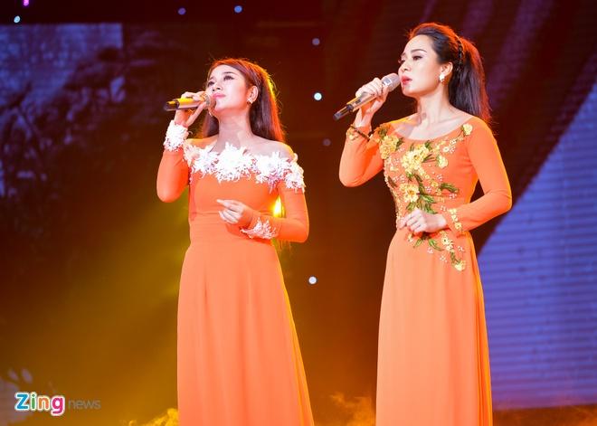 Ho Van Cuong lay nuoc mat khan gia o live show Giao Linh hinh anh 13