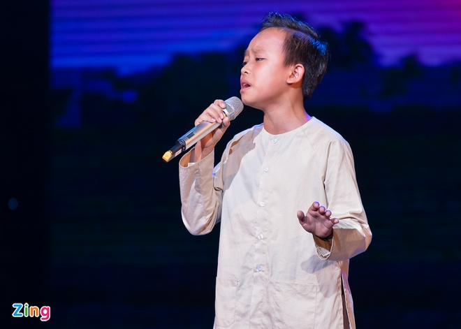 Ho Van Cuong lay nuoc mat khan gia o live show Giao Linh hinh anh 2