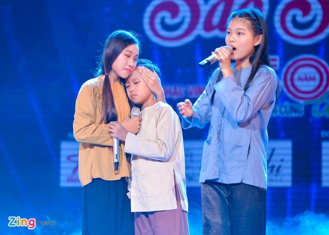 Ho Van Cuong lay nuoc mat khan gia o live show Giao Linh hinh anh 3
