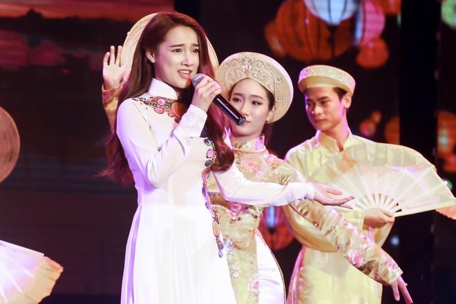 Nha Phuong xuat hien chop nhoang trong show Truong Giang hinh anh 2