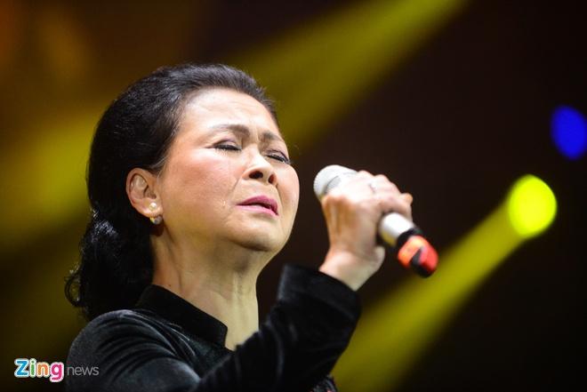 Live concert Khanh Ly o Sai Gon: Nhieu hang ghe bo trong! hinh anh 2