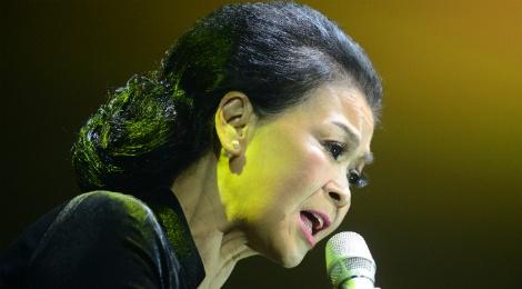 Live concert Khanh Ly o Sai Gon: Nhieu hang ghe bo trong! hinh anh